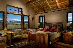 Luxury Log home in Montana's premier fly fishing country